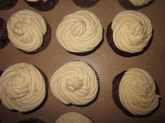 snickers baby shower cupcakes