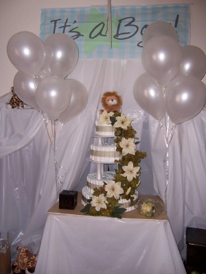 lion and flowers diaper cake with the baby shower decorations