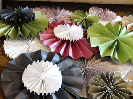 fitting pattern of paper rosettes together