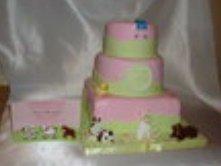 pregant belly cake sitting next to matching baby shower invitation