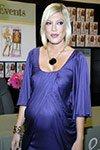 pregnant tori spelling in purple dress